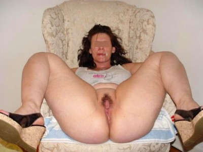 Nana très chaude désire pomper des queues sans poil à Laval