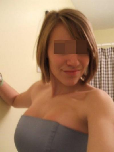 Femme expérimentée veut trouver un homme mature sexy à Montréal pour de la baise hard
